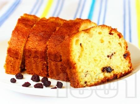 Лесен домашен маслен кекс с кисело мляко, стафиди и ванилия - снимка на рецептата